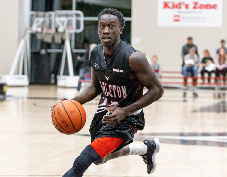 Carleton Men's basketball team rides a strong first half to defeat uVic 72-55.